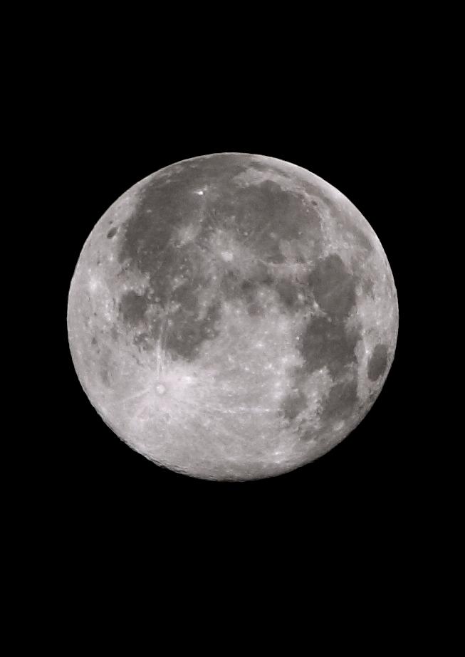 十五夜・・・・の次の日の月