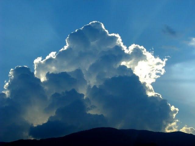 雲からあふれる光