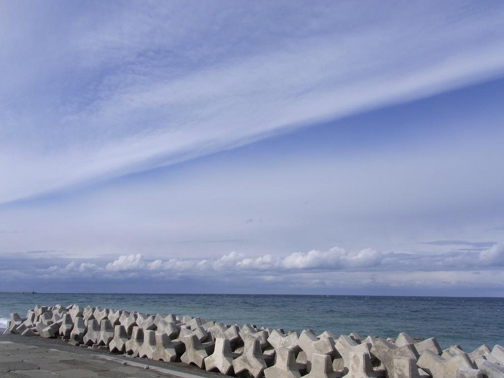 空と海とテトラ