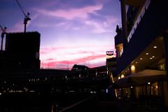 ベイクォーターからの横浜駅、夕焼けがあまりに綺麗なので思わずシャッターを