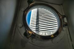船窓に浮かぶ摩天楼