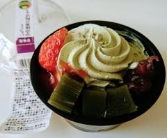 ファミマ 苺と宇治抹茶の和ぱふぇ
