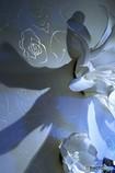壁のオブジェと影