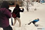 白川郷冬の始まり3(雪に埋もれて記念写真)