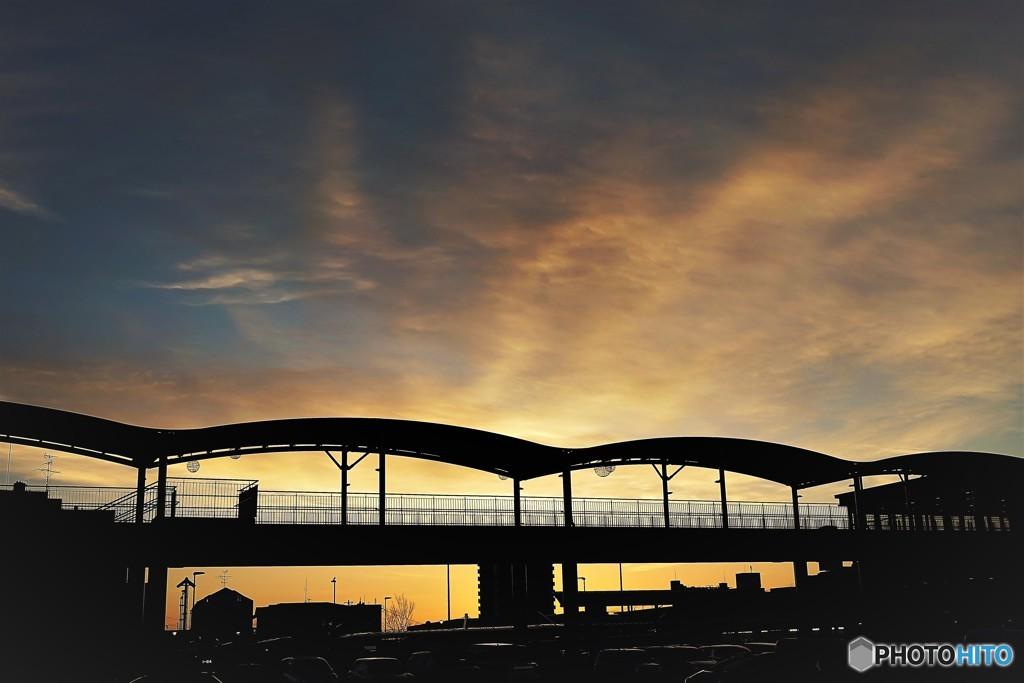 冬 朝日と陸橋1