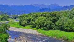 谷川を望む