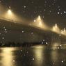 吹雪に霞む灯