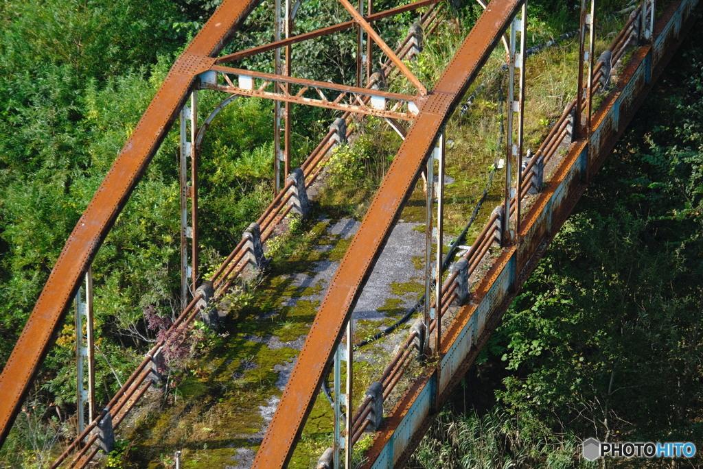 誰も通らぬ橋