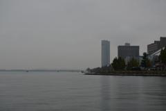 とある湖岸の風景。