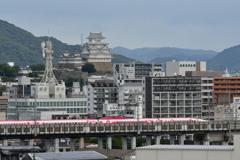城と新幹線。