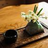 喫茶店の水仙