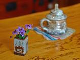 喫茶店の小さな花
