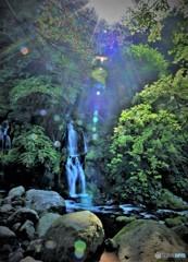 神聖な光~吐竜の滝~