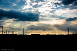 雲の隙間から光。