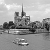 ノートルダム大聖堂と遊覧船