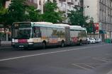 パリ東駅行き連節バス