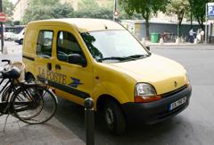 パリの郵便車