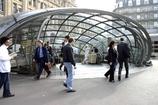 サン・ラザール駅前の地下鉄入り口