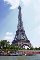 遊覧船からのエッフェル塔