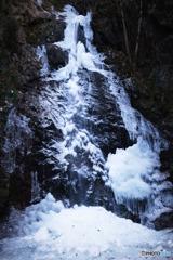 凍結した払沢の滝