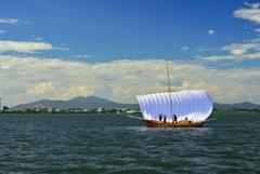 湖上の白帆