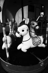 お客さんを待つある回転木馬
