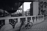 高架下の自転車