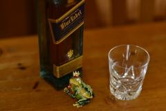 カエルとウイスキー。