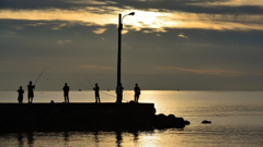 金沢の海1 釣り人達