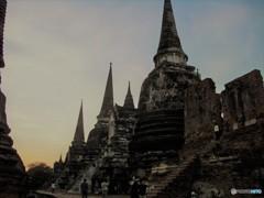 アユタヤの燃えた塔(タイの影と輝き 3)