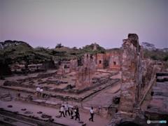 アユタヤの廃墟 (タイの影と輝き 2)