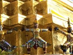 宮殿をささえるもの (タイの影と輝き 5)