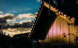 トタンの壁と夕日