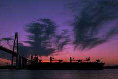 黄昏時の出航
