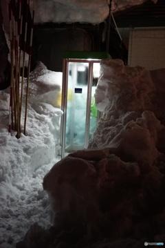 雪国の電話ボックス