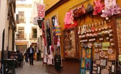 サンタクルス街でスペイン土産は如何(^^♪