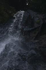 ほとばしる 五宝の滝