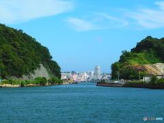 横須賀軍港巡り  〜街を臨む〜