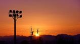北アルプスに夕日が落ちる