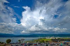 諏訪湖と夏の空