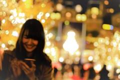温かい笑顔と輝くイルミネーション