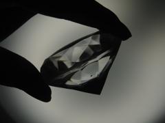 闇の中のダイヤ