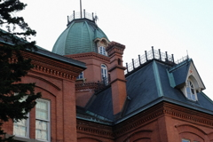 屋根と建物のコントラスト