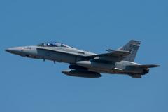 F-A-18D離陸 ギリギリ収まった~