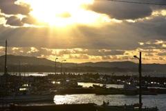 冬の漁港…