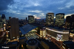 夕闇の大阪駅周辺