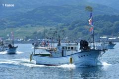 にっぽん丸を歓迎する漁船①