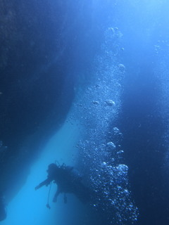 泡と青いトンネル