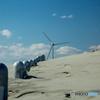 砂に埋もれたR2-D2。