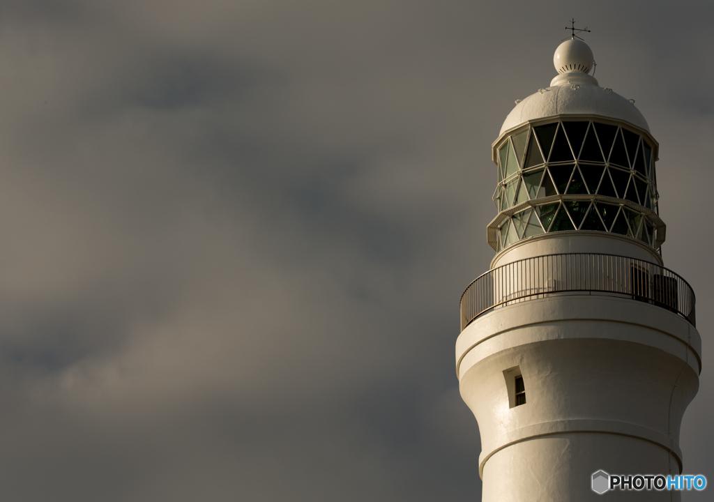 日暮れ前の灯台。